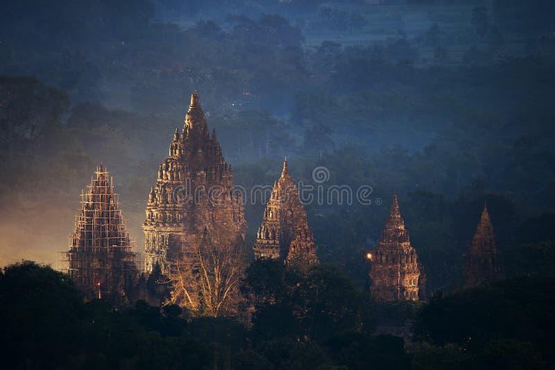 Templo en la noche, Yogyakarta Indonesia de Prambanan foto de archivo