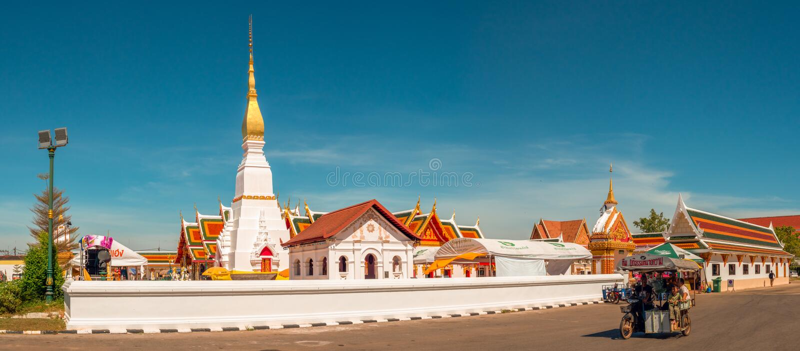 Templo en Tailandia Wat Phra That Choeng Chum, Sakon Nakhon fotografía de archivo