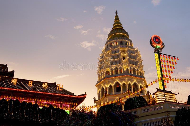 Templo encendido para arriba por Año Nuevo chino fotografía de archivo