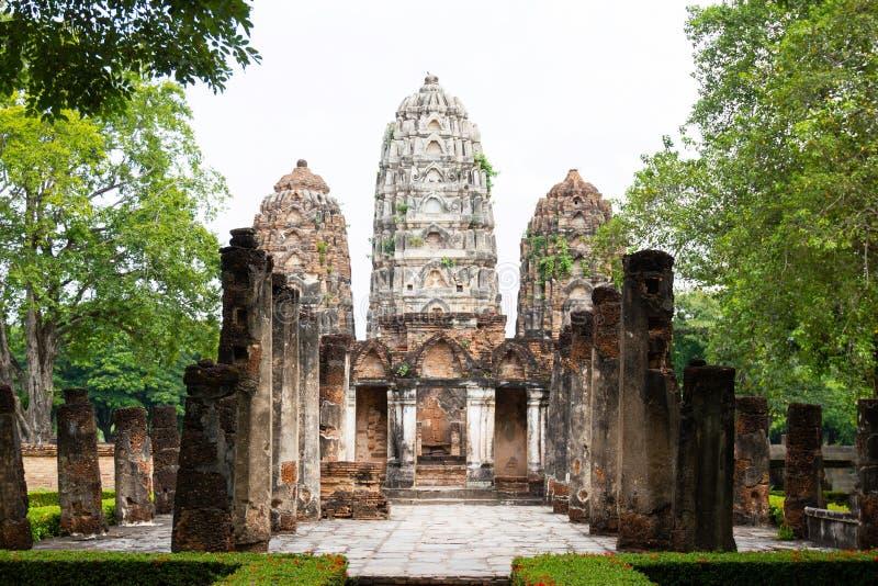 Templo grande do estilo do Khmer de Wat Si Sawai A em Sukhothai Tailândia fotos de stock royalty free