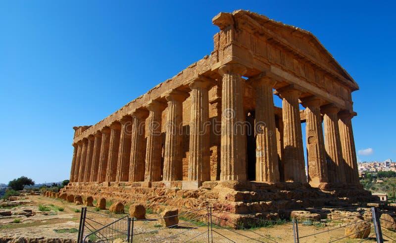 Templo grego de Concordia em Agrigento, Sicília fotografia de stock