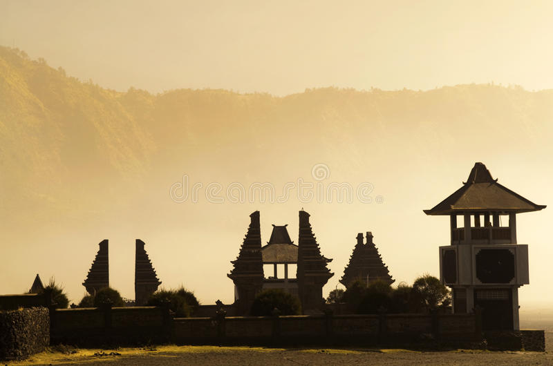 Templo hindú al lado de Mt. Bromo, Indonesia foto de archivo libre de regalías