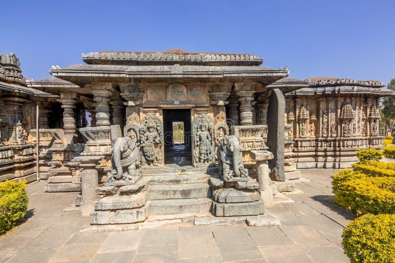Templo hindú en el destino turístico de Karnataka hasan imagen de archivo