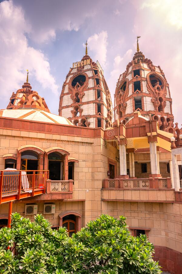 templo hindú ISKCON Delhi en Nueva Delhi, India imagen de archivo