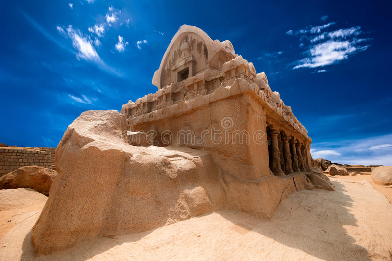 Templo hindu monolítico de Panch Rathas. Índia imagens de stock royalty free
