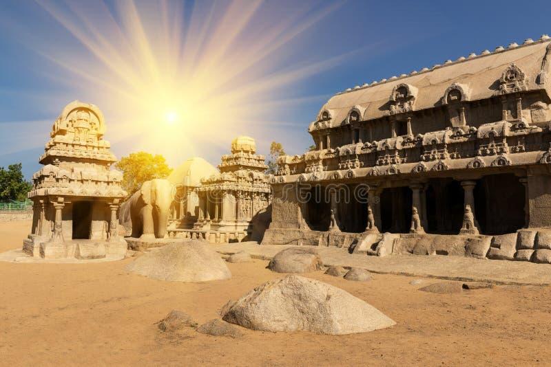 Templo hindu monolítico de Panch Rathas em Mahabalipuram fotografia de stock royalty free