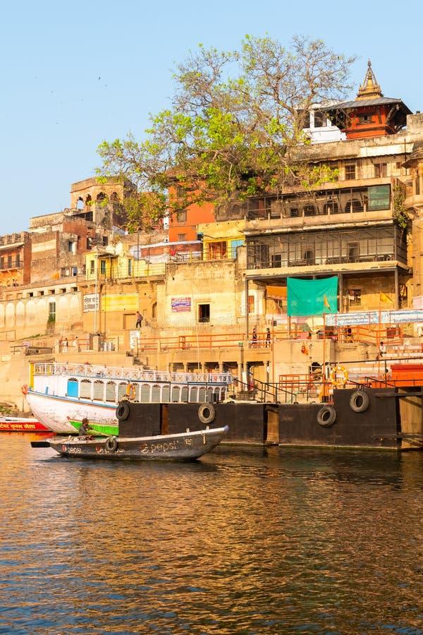 Templo hindu Nepali tradicional em Varanasi, Índia foto de stock