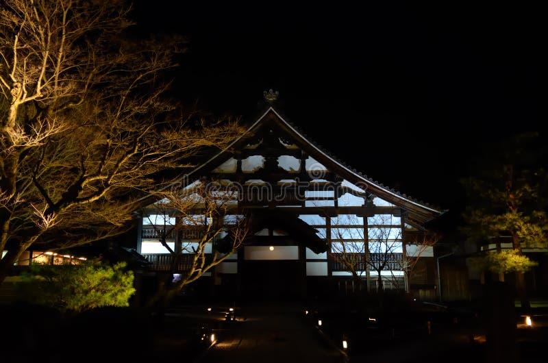 Templo iluminado, Kyoto Japón imagenes de archivo
