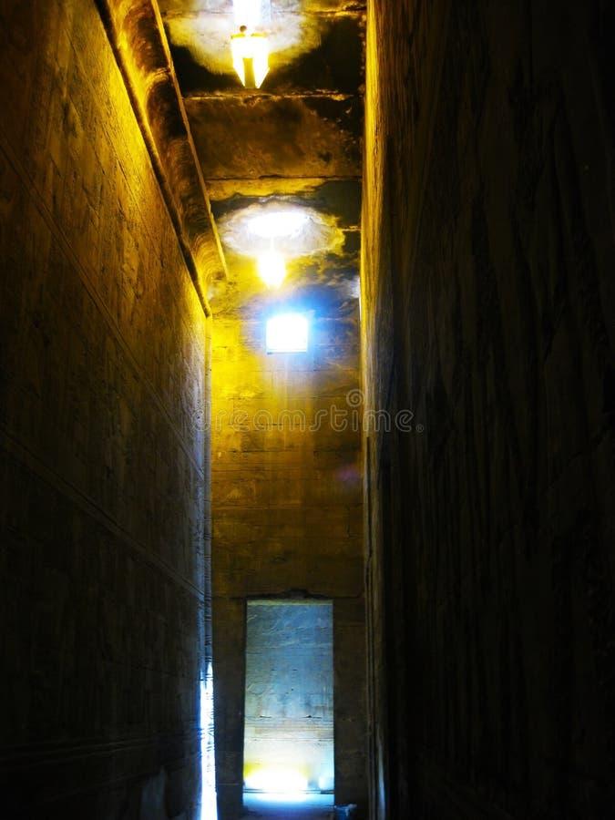 Templo interior de Horus en Edfu imagenes de archivo