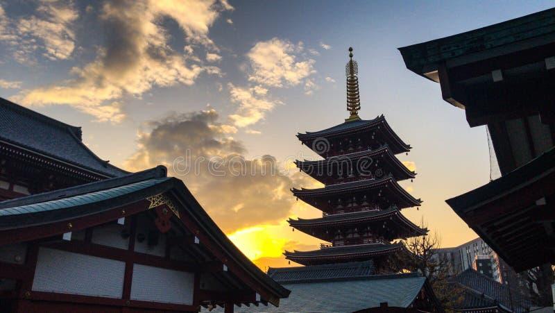 Templo japonês escondido imagem de stock