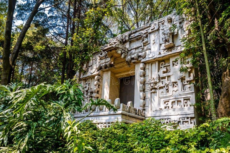 Templo maya en el museo de la antropología - Ciudad de México, México imagenes de archivo