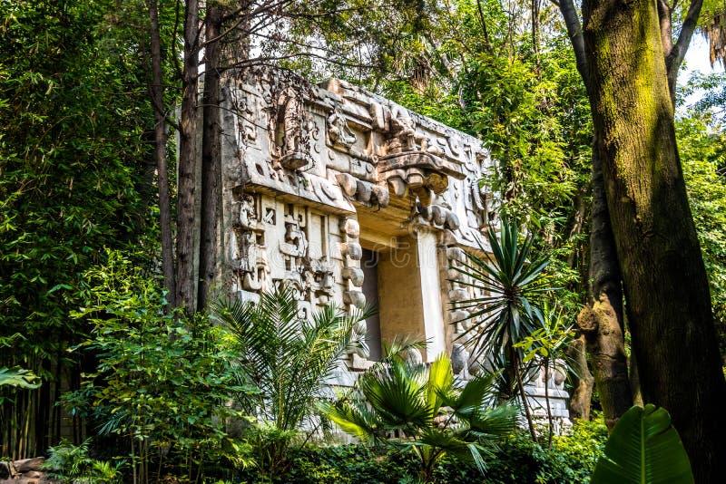 Templo maya en el museo de la antropología - Ciudad de México, México fotos de archivo