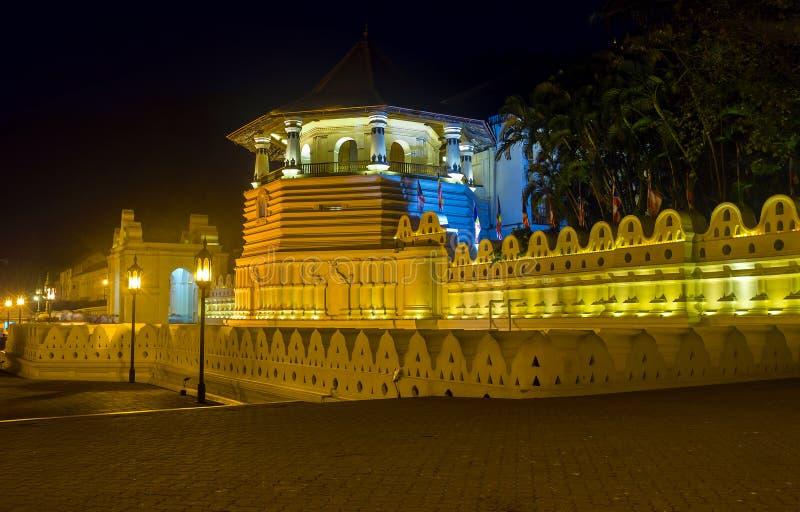 Templo na noite imagem de stock