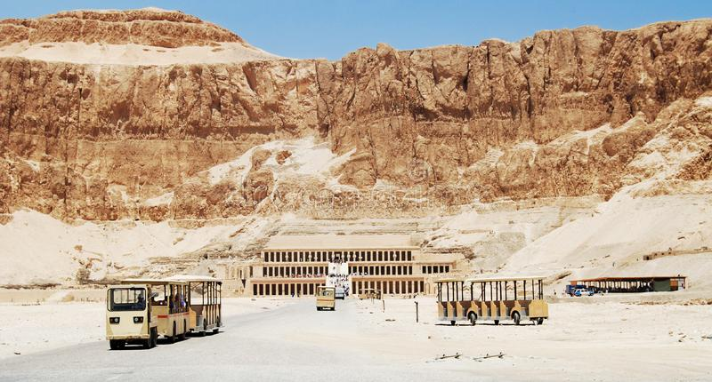 Templo na rocha da rainha Hatshepsut, Egito imagem de stock