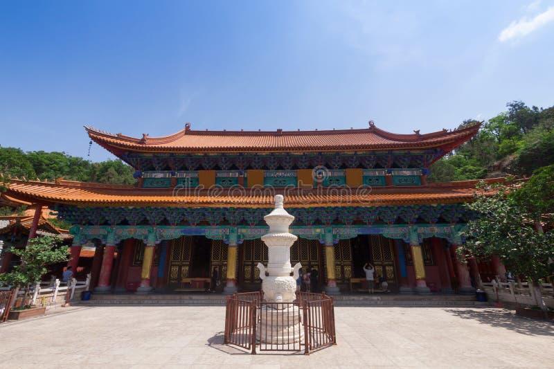 Templo no dia ensolarado, capital de Yuantong Kunming de Kunming de Yu imagem de stock