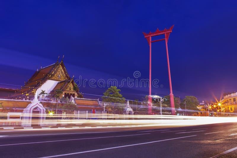 Templo no nascer do sol, Banguecoque de Suthat Thepwararam, Tailândia: Histori fotografia de stock