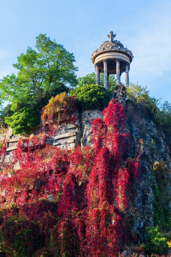 Templo no parque Buttes Chaumont, Paris, França fotografia de stock royalty free