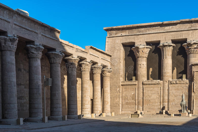 Templo Ptolemaic de Horus, Edfu, Egito foto de stock