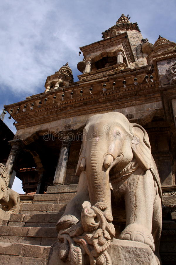 Templo que se levanta arriba fotografía de archivo