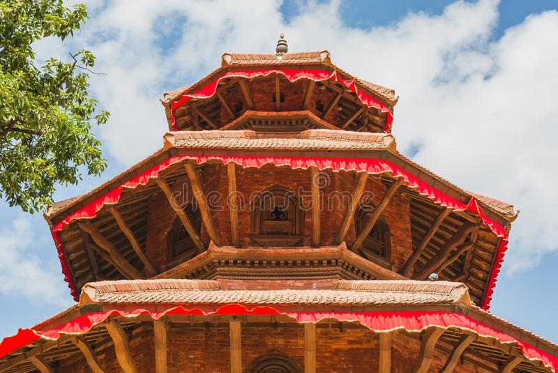 Templo recentemente construído de Kathmandu imagem de stock