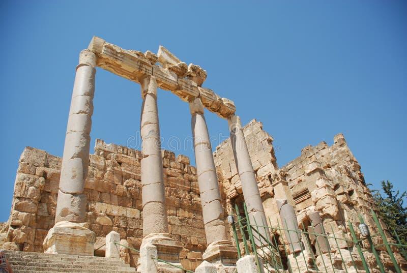 Templo romano do bacchus das ruínas foto de stock royalty free