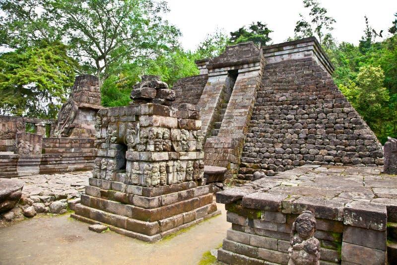 Templo Sukuh-Hindú erótico antiguo de Candi en Java, Indonesia imagen de archivo