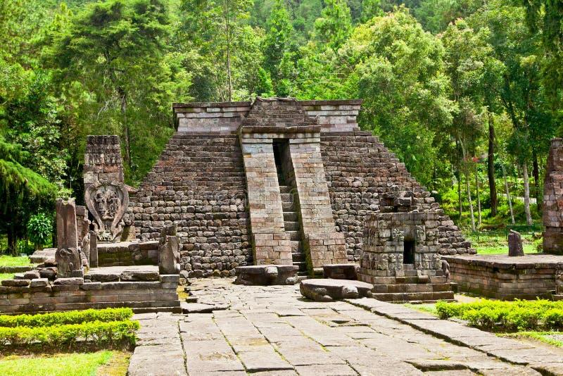Templo Sukuh-Hindú erótico antiguo de Candi en Java, Indonesia imagenes de archivo