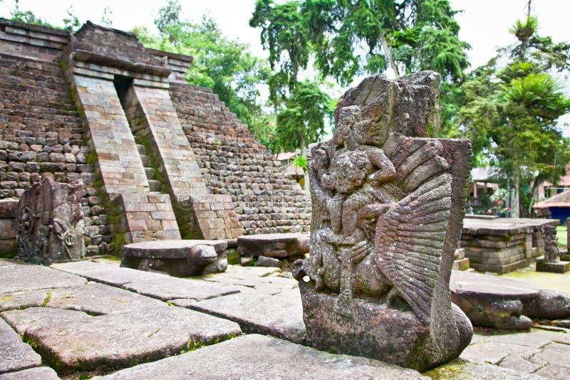 Templo Sukuh-Hindu erótico antigo de Candi em Java, Indonésia imagens de stock royalty free