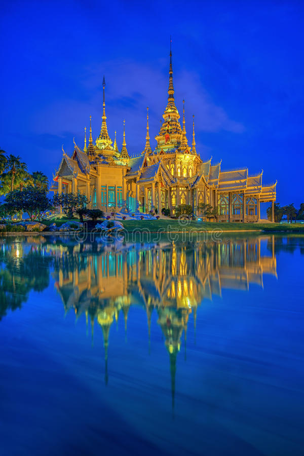 Templo tailandés en Nakhon Ratchasima foto de archivo libre de regalías