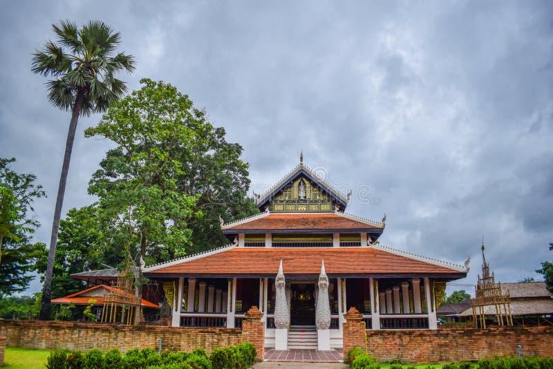 Templo tailandés hermoso en NaN, Tailandia en junio fotografía de archivo libre de regalías