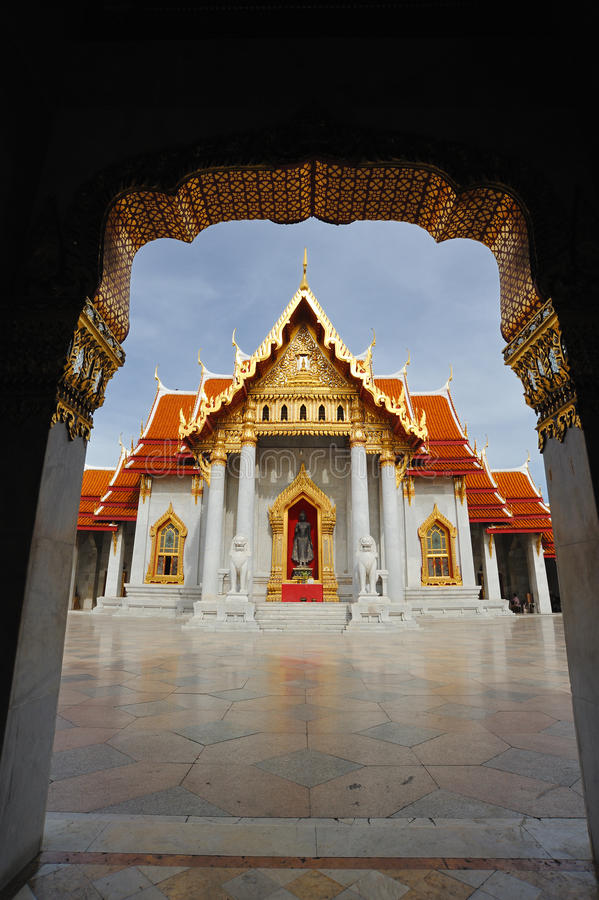 Templo tailandés hermoso Wat Benjamaborphit, imagenes de archivo