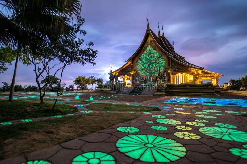 Templo tailandés Wat Phu Prao el templo en la provincia de Ubon Ratchathani, Tailandia fotos de archivo