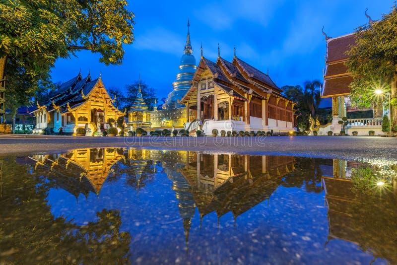 Templo tailandês bonito Wat Phra Singh do lanna em Chiang Mai foto de stock royalty free