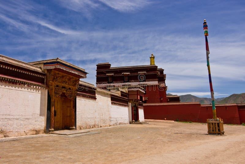 Templo tibetano del tibetano de la arquitectura fotos de archivo