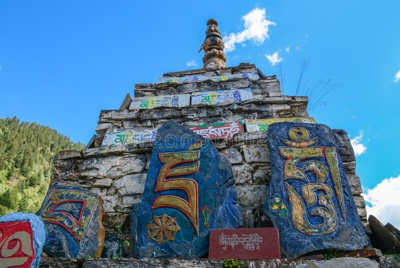 Templo tibetano en Daocheng, China fotografía de archivo libre de regalías