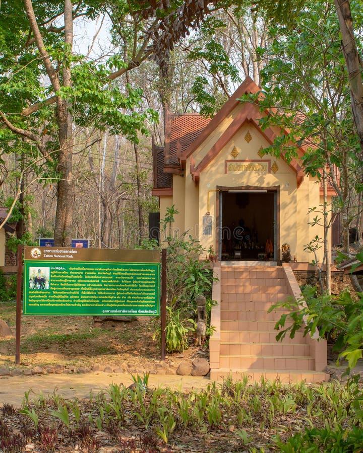 Templo um lugar público perto das madeiras fotografia de stock
