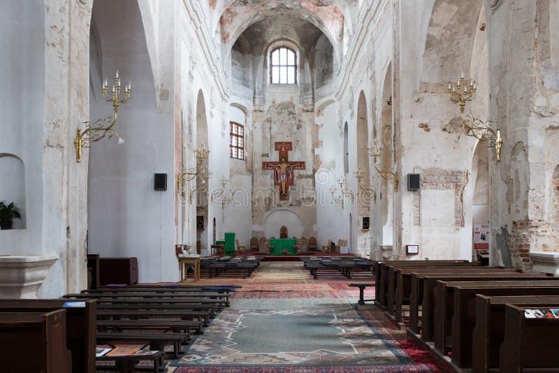 Templo velho da igreja sob a cidade da reconstrução foto de stock royalty free