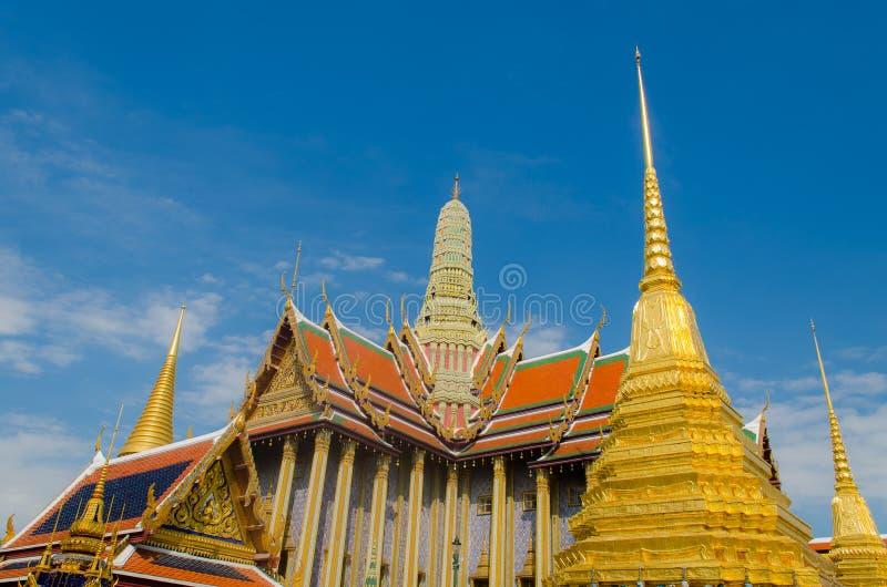 Templo y cielo azul imágenes de archivo libres de regalías