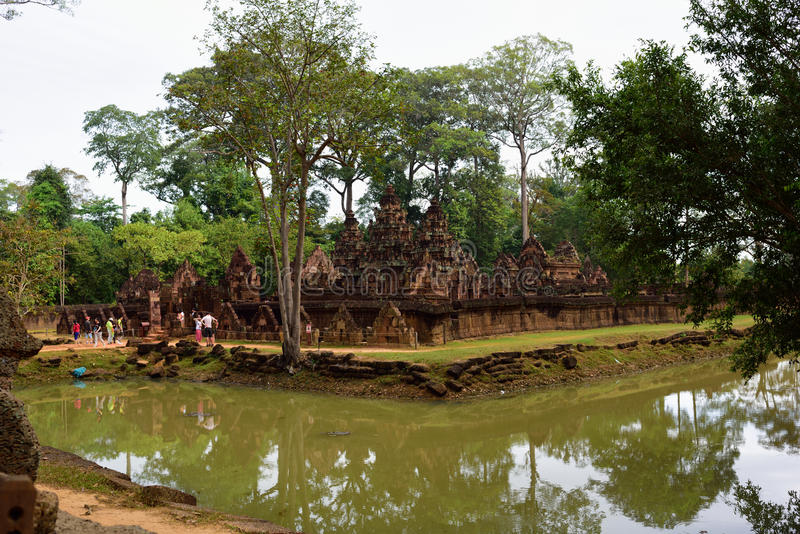 Templo y río foto de archivo libre de regalías