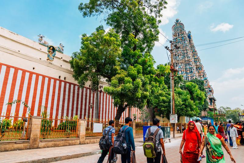 Templo y turista de Meenakshi Amman en Madurai, la India imágenes de archivo libres de regalías