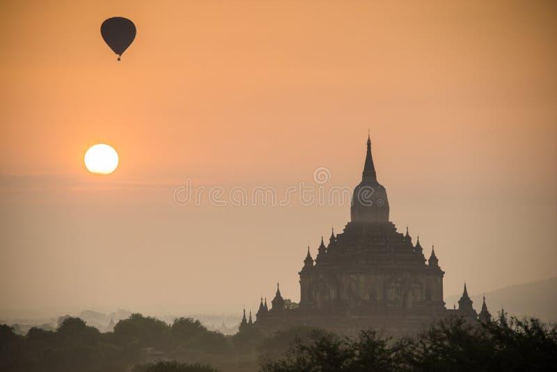 Templos antiguos en Bagan, Myanmar imagenes de archivo