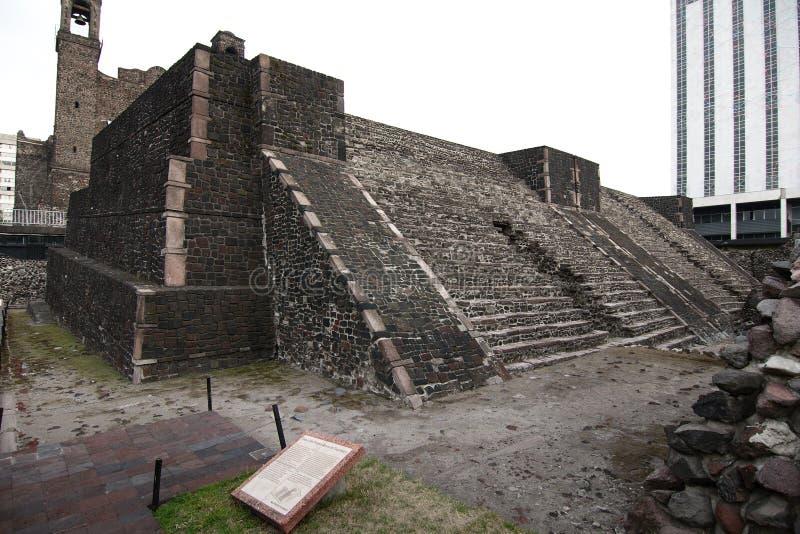 Templos aztecos en la Plaza de las Tres Culturas, Ciudad de México fotos de archivo libres de regalías