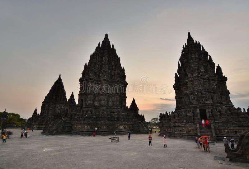 Templos de Prambanan en la oscuridad Visión desde la región de Candi Garuda Yogyakarta java indonesia foto de archivo libre de regalías
