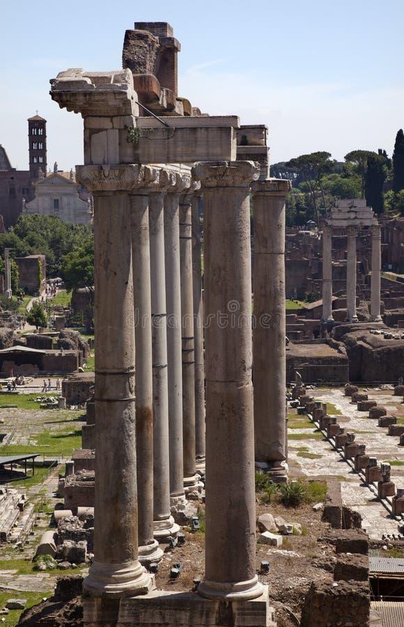 Templos do fórum Roma Italy de Saturno imagens de stock