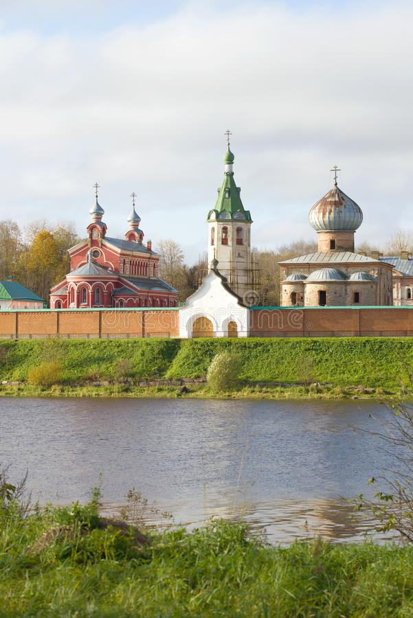 Templos do monastério velho do St Nikolas de Ladoga Região de Leninegrado, Rússia foto de stock royalty free