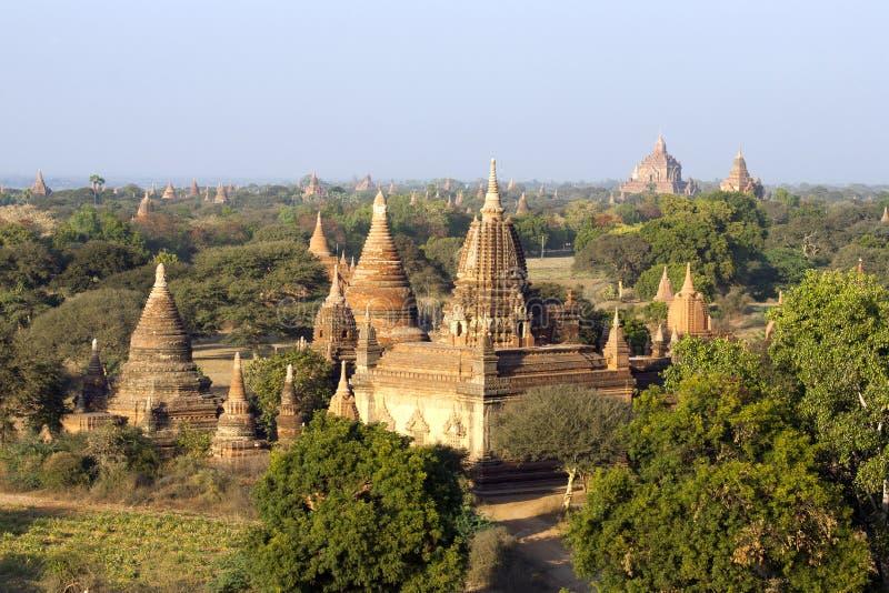 Download Templos de Bagan foto de stock. Imagem de fiel, ruínas - 29844654