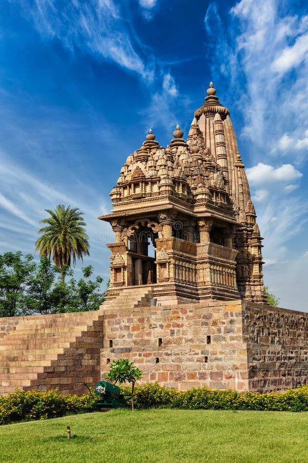 Templos famosos de Khajuraho con las esculturas, la India fotos de archivo
