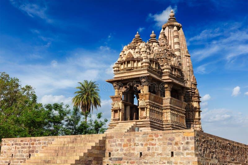 Templos famosos de Khajuraho con las esculturas, la India fotografía de archivo
