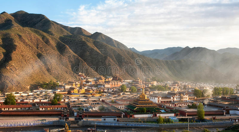 Templos religiosos tibetanos foto de archivo libre de regalías
