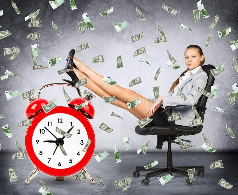 Tempo é dinheiro conceito com mulher de negócios ilustração royalty free